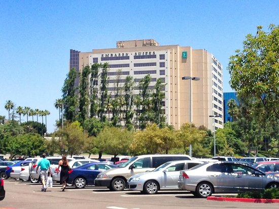 Embassy Suites by Hilton San Diego - La Jolla : Embassy Suites From The Westfield Mall