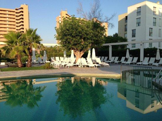 Caballero Hotel: La zona Piscina