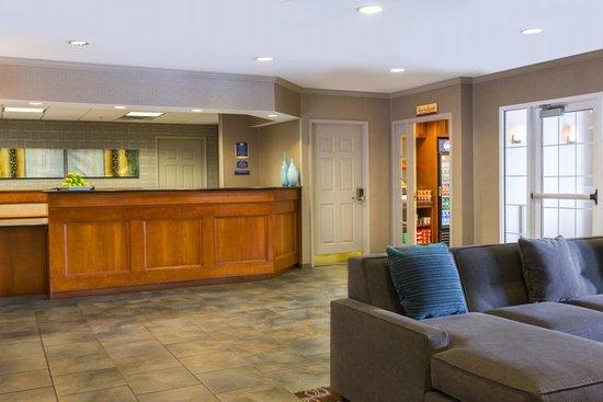 Residence Inn Boston Franklin : Front Desk