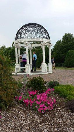 Leif Erickson Park & Rose Garden: Gazebo at the park