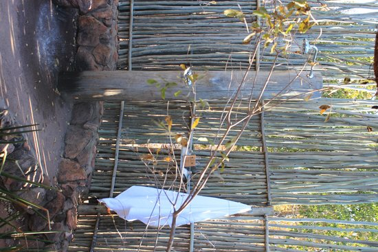 Tshwene Lodge : Outdoor shower