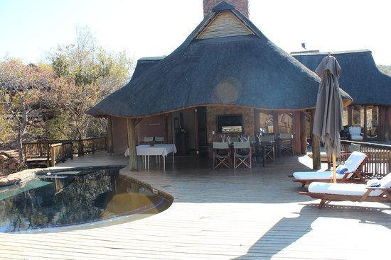 Tshwene Lodge : Main lodge / pool deck