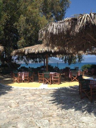 Athina Hotel: Taverna Karavomylos