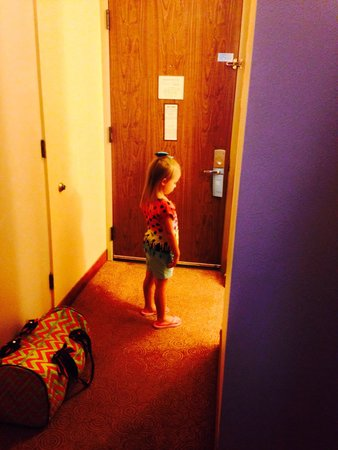 Wyndham EL Paso Airport Hotel and Water Park: Daughter waiting to see her daddy