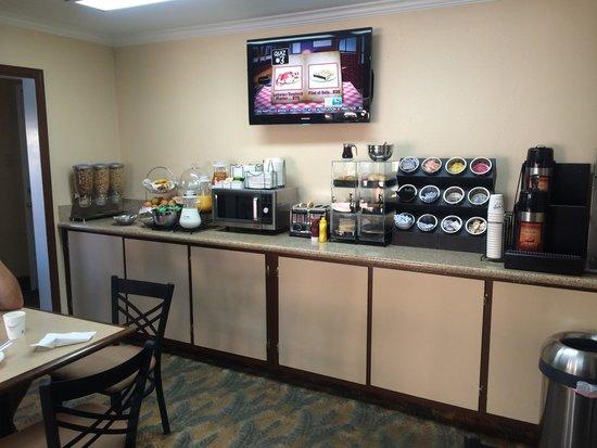 Americas Best Value Inn-Killeen/Fort Hood: Continental breakfast