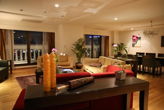 lebua at State Tower : living area of the Club Suite