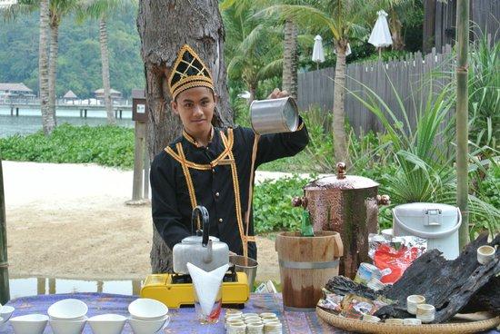 Gaya Island Resort: Tea - Borneo style