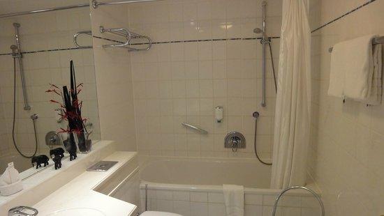 Hotel Clostermanns Hof : Badkamer met ligbad