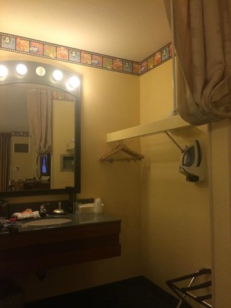 Disney's All-Star Movies Resort: closet and sink