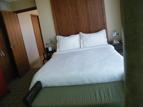 Embarc Vancouver: The bedroom