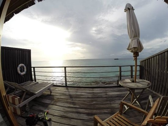 Reethi Beach Resort: Water Villa balcony