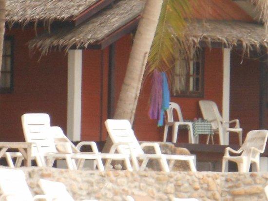 Bottle Beach 1 Resort: Basic room on stilts with veranda