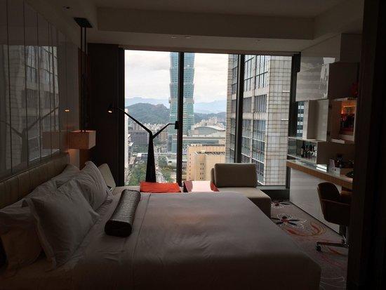 W Taipei: King room with Taipei 101 view
