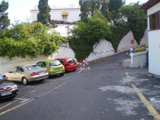 Hotel Puerto de la Cruz: PARKING EXTERIOR