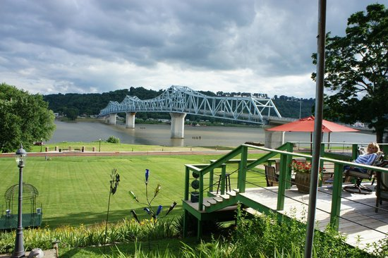 Riverboat Inn and Suites: day views