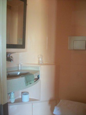 Premiere Classe Nice - Promenade Des Anglais : coté lavabo
