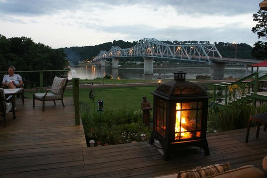 Riverboat Inn and Suites: views from Inn