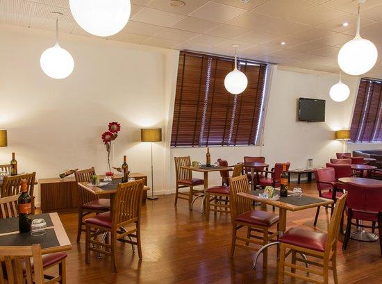 Ibis Coimbra: Bar