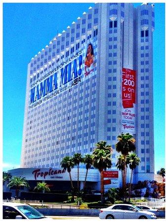 Tropicana Las Vegas - A DoubleTree by Hilton Hotel: The hotel