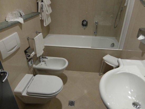 C-Hotels Atlantic: bathroom