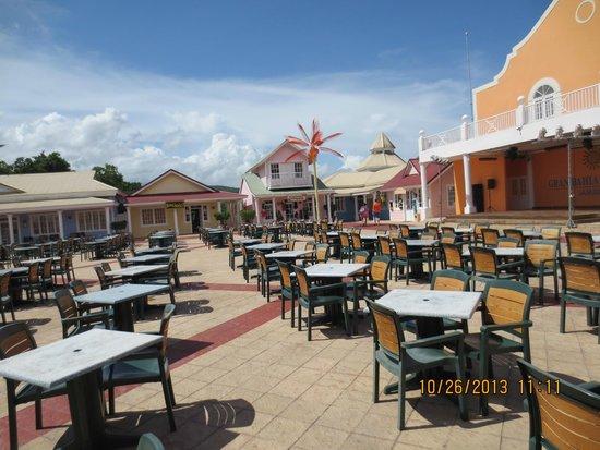 Grand Bahia Principe Jamaica: Entertainment Area
