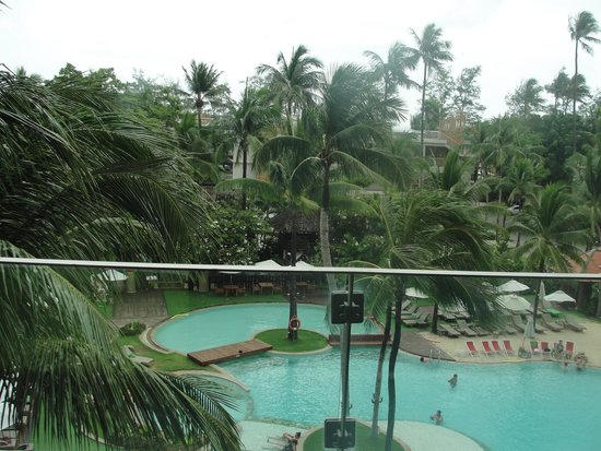 Patong Beach Hotel: Pool