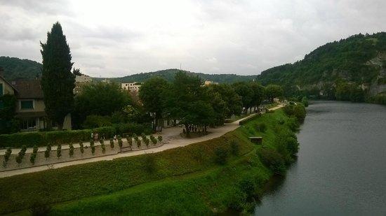 Pont Valentre : vue sur les berges du Lot
