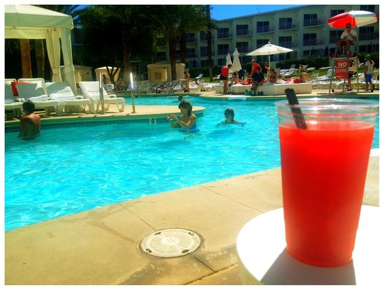 Tropicana Las Vegas - A DoubleTree by Hilton Hotel: Perfect pool time with cocktail