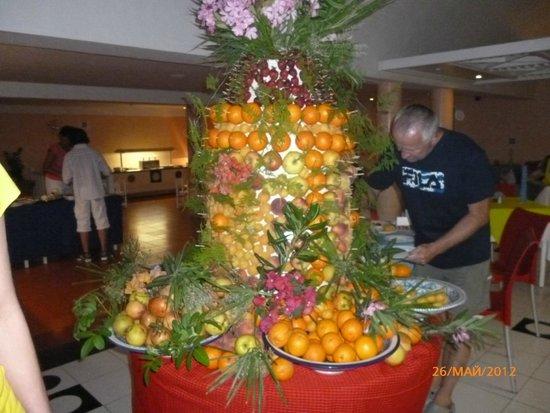 Samira Club: Гора фруктовая))) Ням...