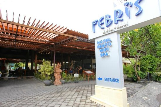 Febri's Hotel & Spa: Entrance to hotel