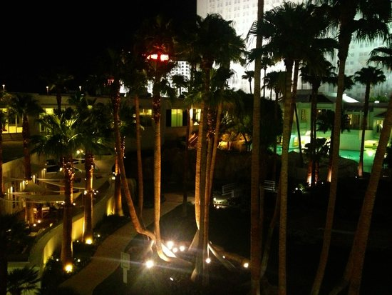 Tropicana Las Vegas - A DoubleTree by Hilton Hotel : View from my Bungalow room at night