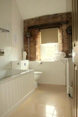 The George Hotel: Room Four Bathroom