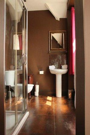 The George Hotel: Room Three Bathroom