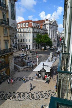 Hotel Borges Chiado: Vista do Largo do Chiado desde a sacada do quarto