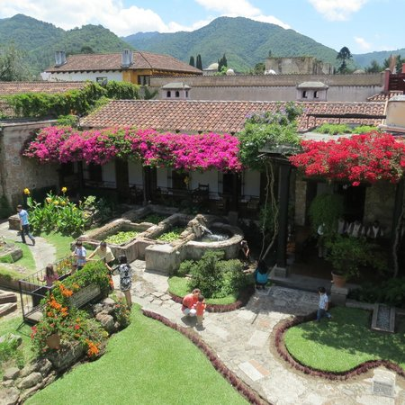 Hotel Posada de Don Rodrigo: courtyard