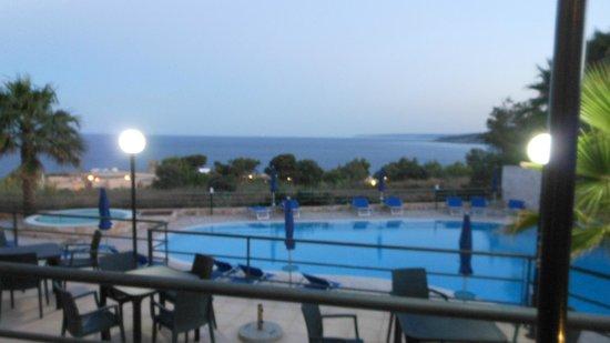 Hotel Alize : un panorama della piscina in notturno