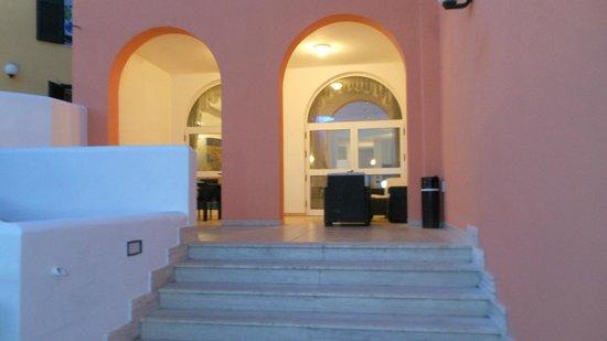 Hotel Alize: ingresso nella sala  tv