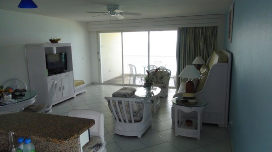 Sapphire Beach Club Resort : Living Room