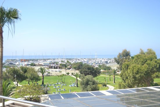 St Raphael Resort : beach view