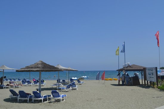 St Raphael Resort : beach