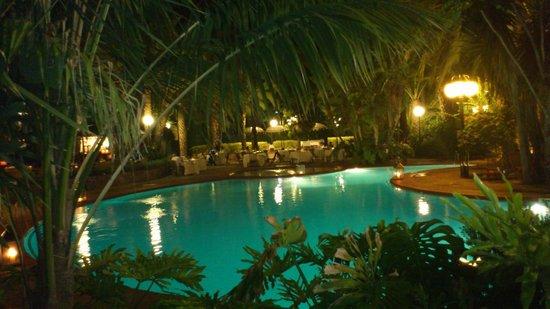 Hotel Huerto Del Cura: gintonic a la fresca