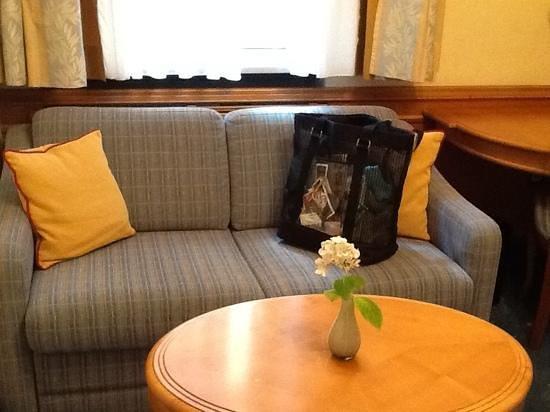 Hotel Torbraeu: Separate sitting room, 201