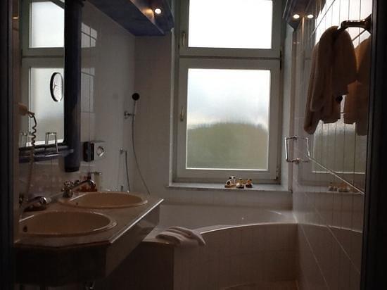 Hotel Torbraeu: Suite 201 bathroom, large tub and windows