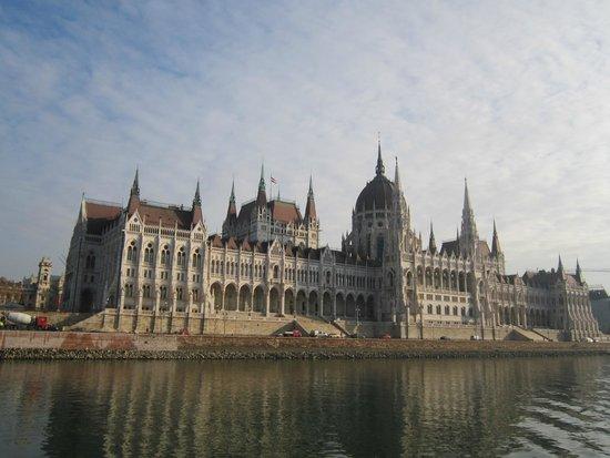 Parlement : Венгерский парламент - вид с прогулочного катера