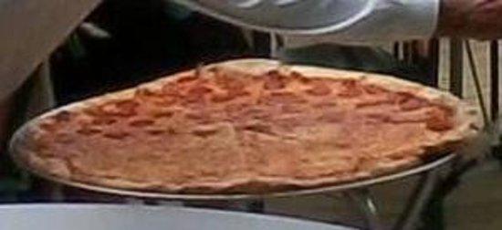 Maruca's Pizza: Huge cheese pie!