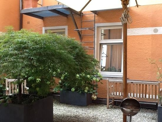 Hotel Torbraeu : Another view of courtyard beside 201