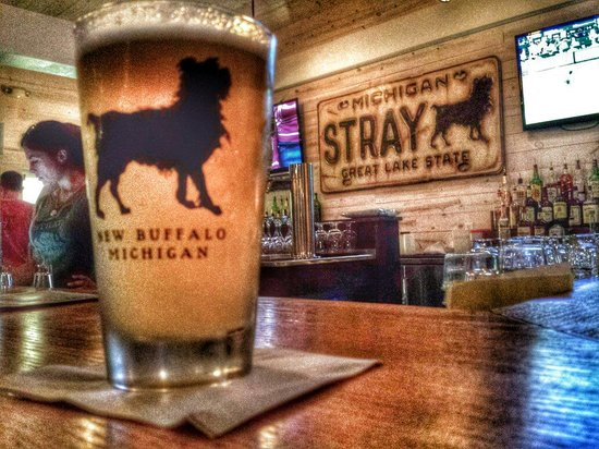 The Stray Dog Bar & Grill: Upstairs bar