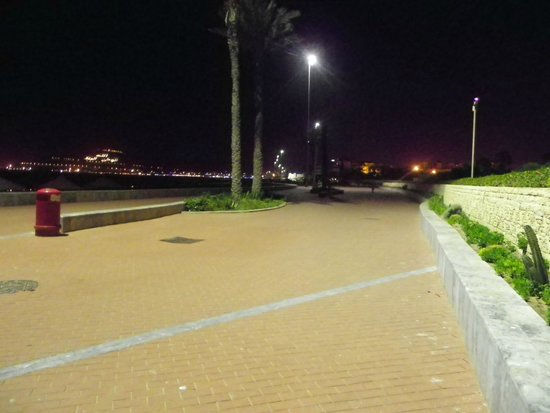 ClubHotel Riu Tikida Dunas : promenade maritime la nuit