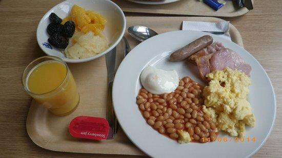Royal National Hotel: O pequeno almoço muito limitado em variedades