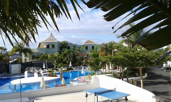Hotel Suite Villa María: pool and villas
